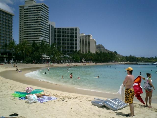ビーチとホテルとダイアモンドヘッド