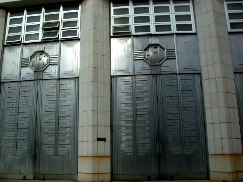 HFDマークのついたドア