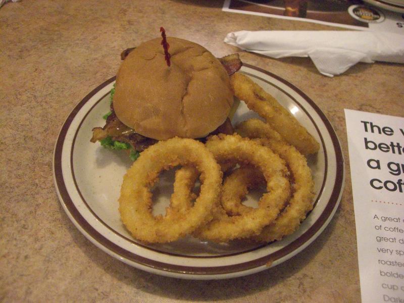 ハンバーガーとオニオンリング! 定番