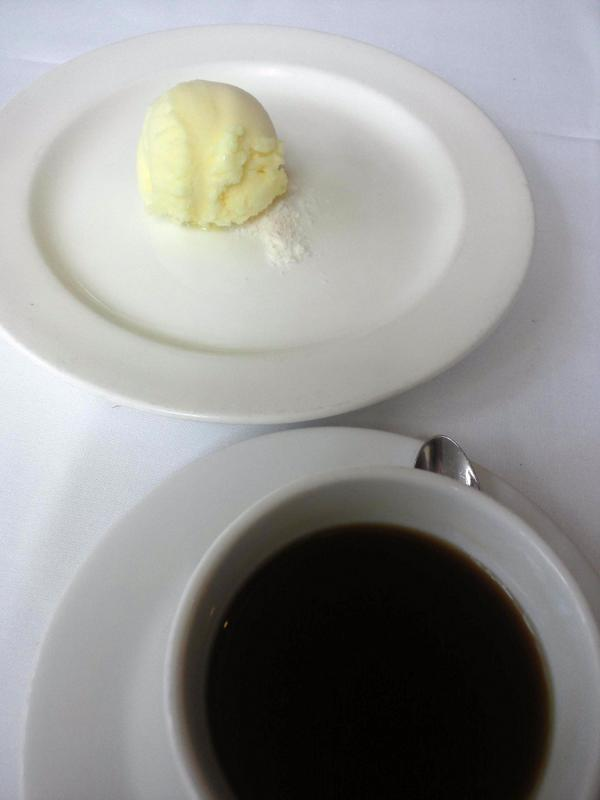 デザートはITALIAN GELATO、コーヒーは別