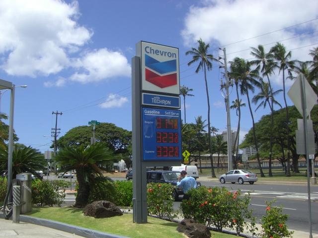 Chevronの看板と価格